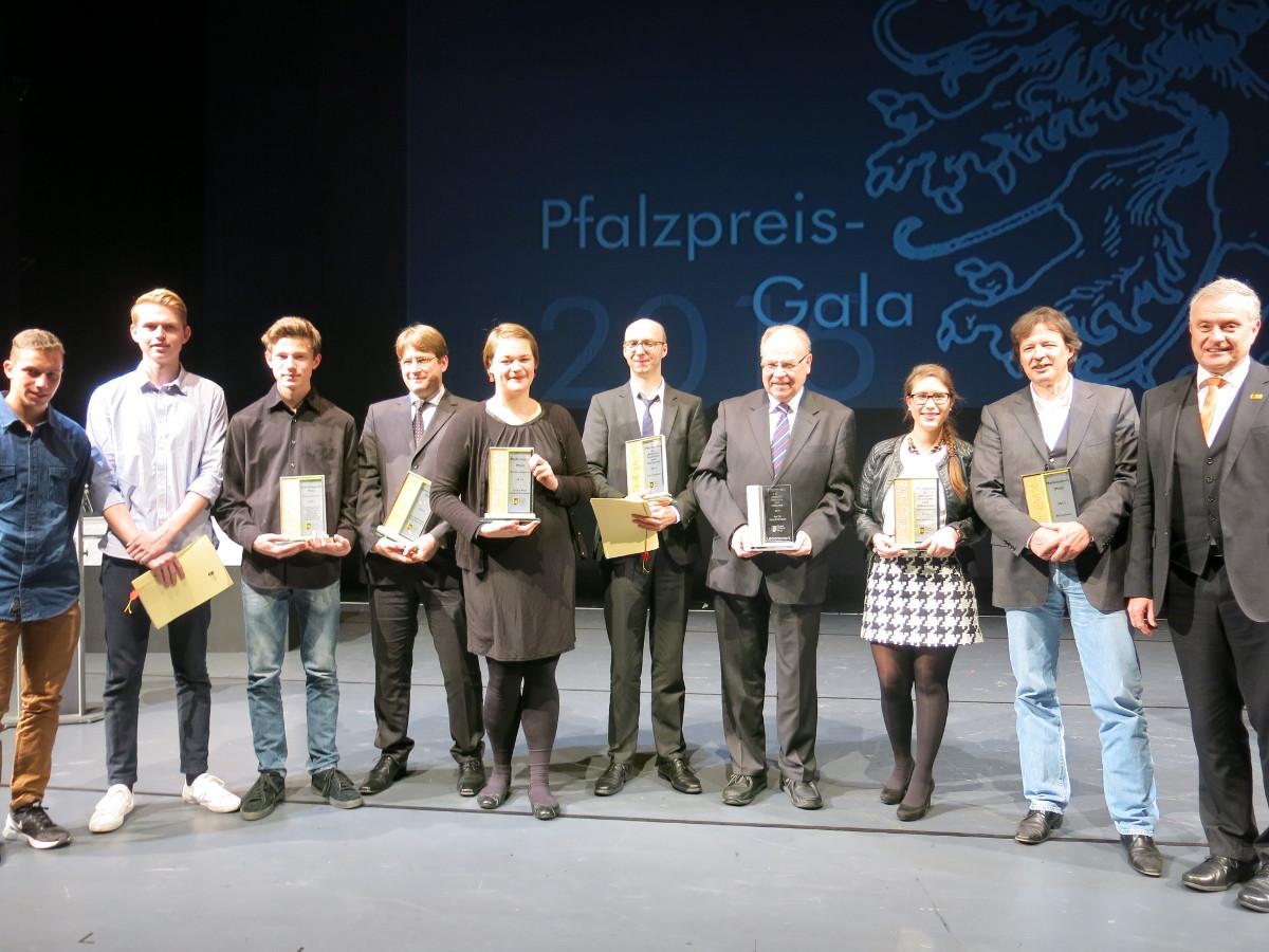 Alle Gewinner und Gewinnerinen des diesjährigen Pfalzpreises