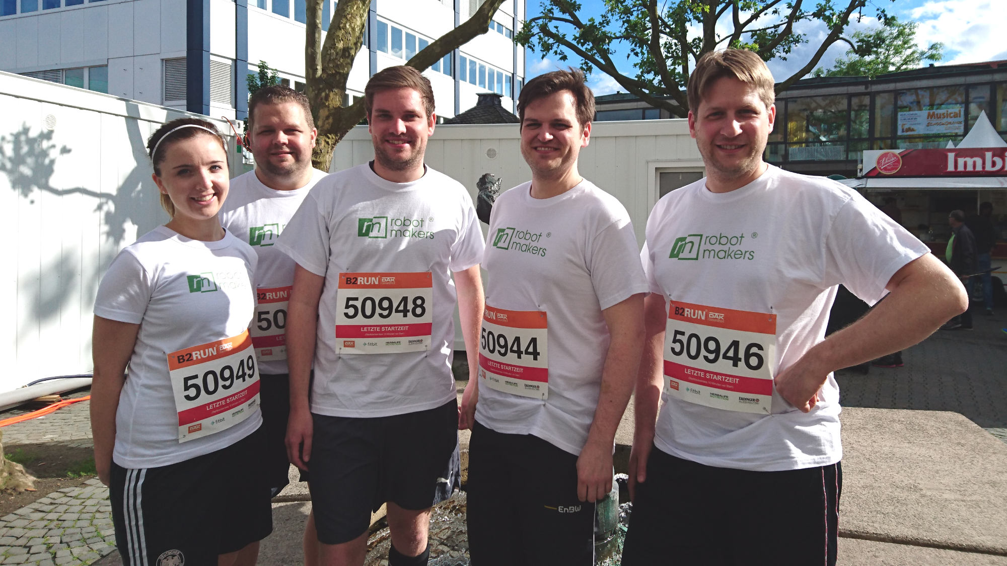 The running team of the Robot Makers GmbH before the start