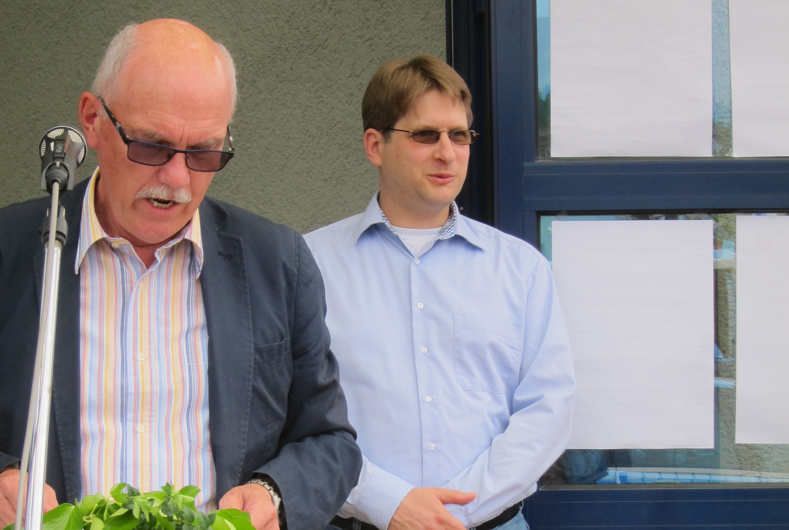 Mayor Hans-Norbert Anspach with our manager Dr. Bernd-Helge Leroch at the appraisal in Hochspeyer.